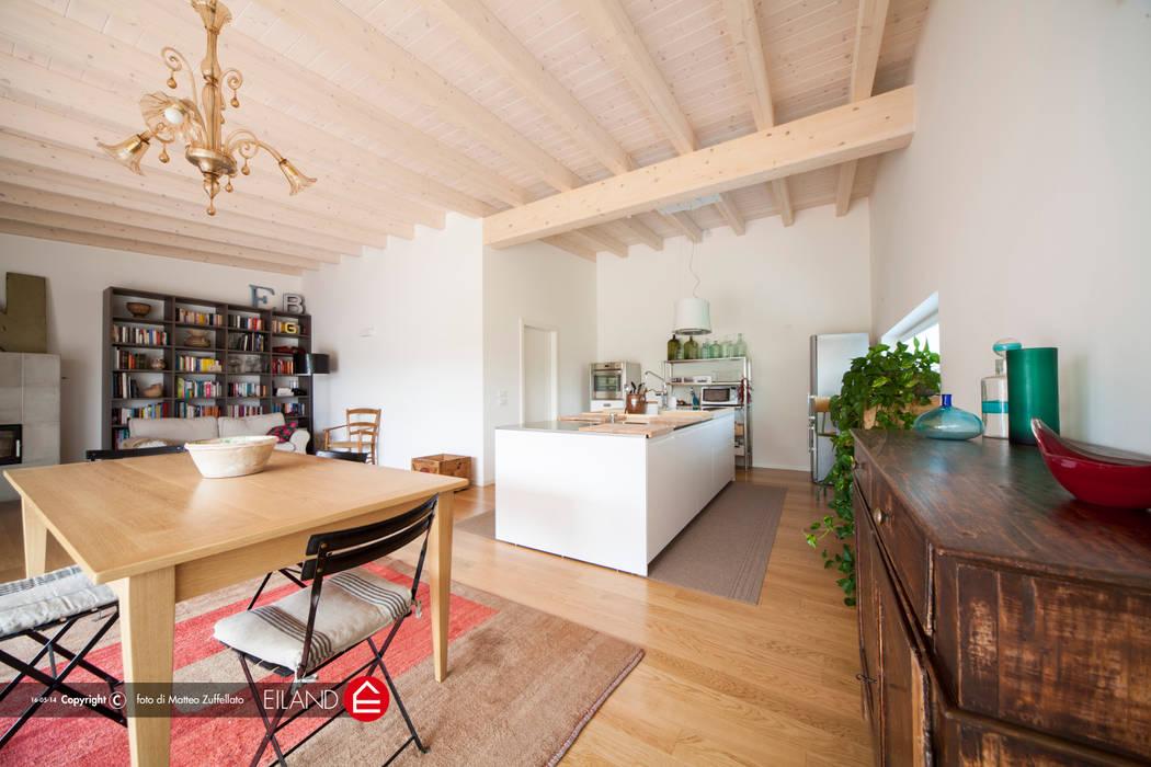 Travi a vista homify Cucina moderna Legno Bianco