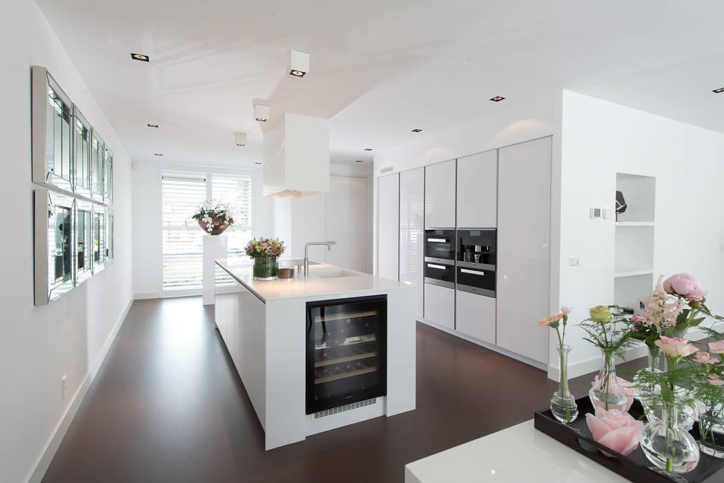 Strakke Witte Keuken : Bemmel kroon keuken