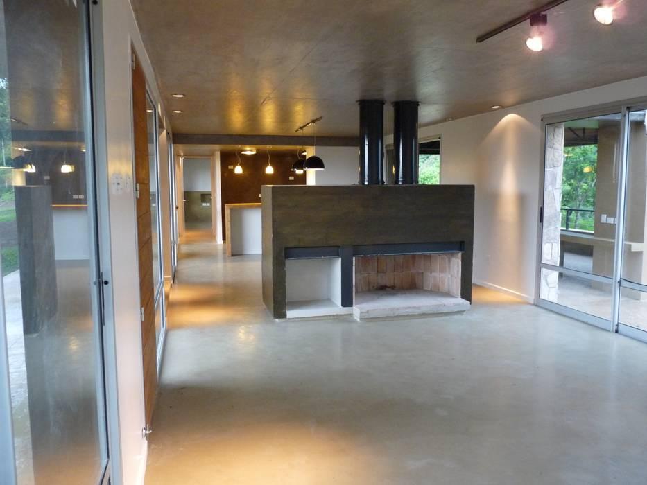 Modern Dining Room by ee.arquitectos Modern