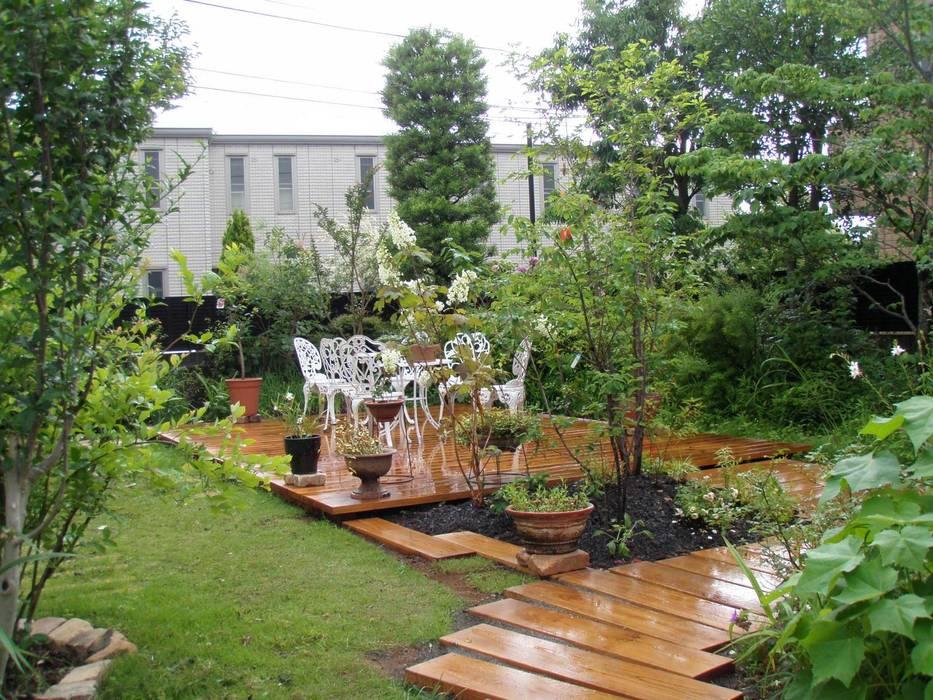 Jardines de estilo ecléctico de jardinier Kirikui Ecléctico