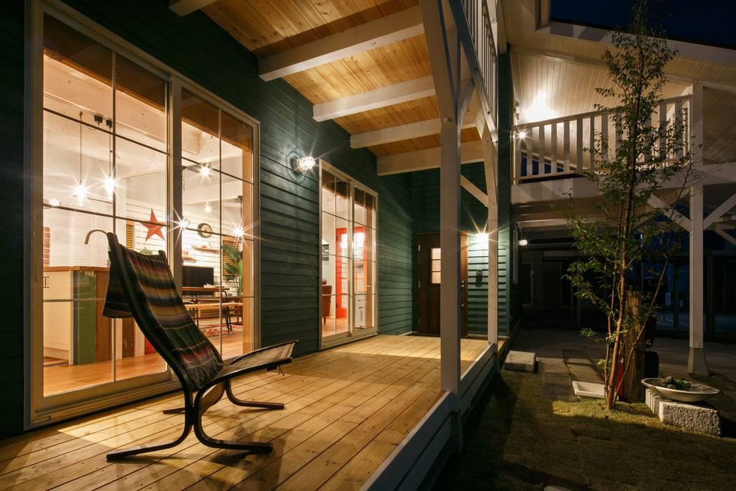 dwarf Classic style balcony, porch & terrace