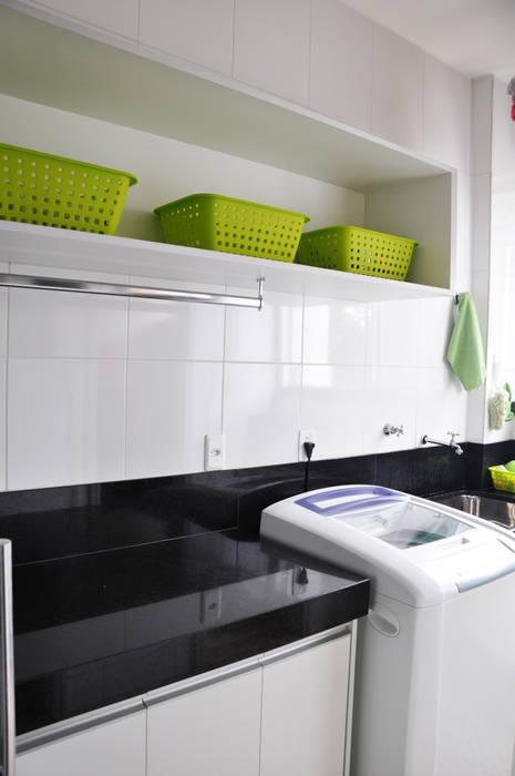 Paredes y pisos modernos de Novità - Reformas e Soluções em Ambientes Moderno