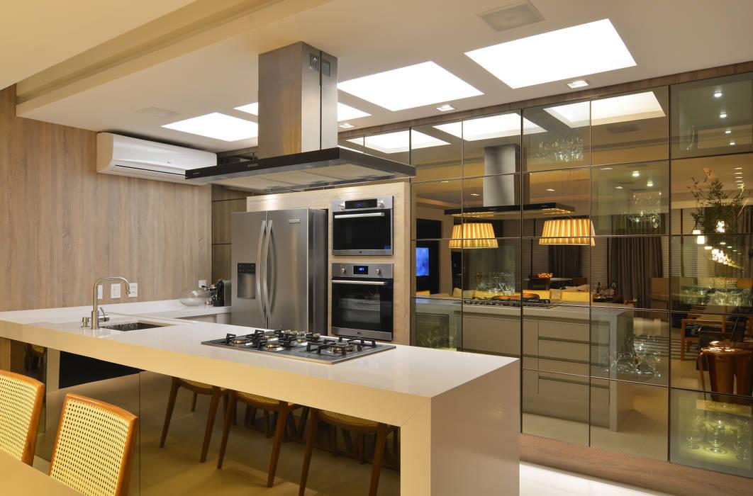 Modern kitchen by ANNA MAYA ARQUITETURA E ARTE Modern