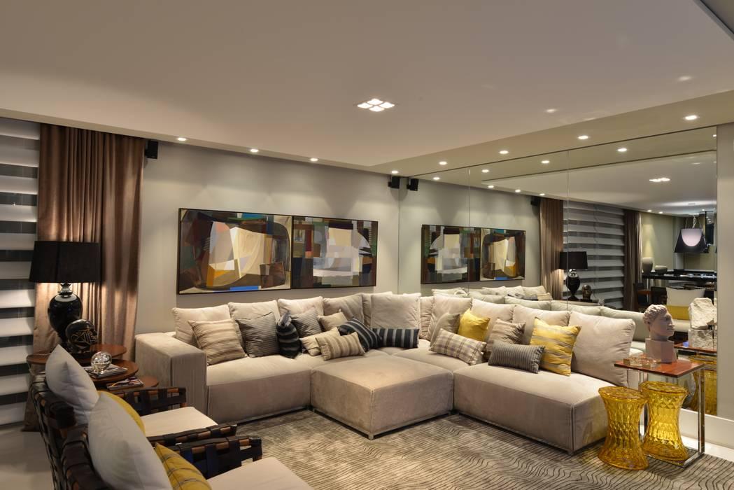 Salones de estilo moderno de ANNA MAYA ARQUITETURA E ARTE Moderno Textil Ámbar/Dorado