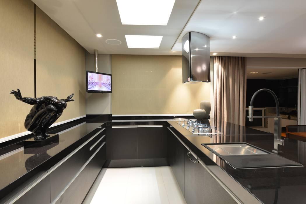 Modern kitchen by ANNA MAYA ARQUITETURA E ARTE Modern Marble