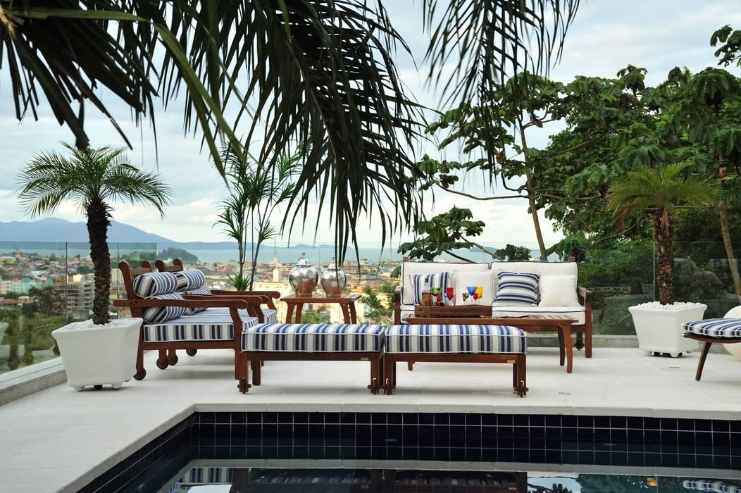 Modern balcony, veranda & terrace by ANNA MAYA ARQUITETURA E ARTE Modern Textile Amber/Gold