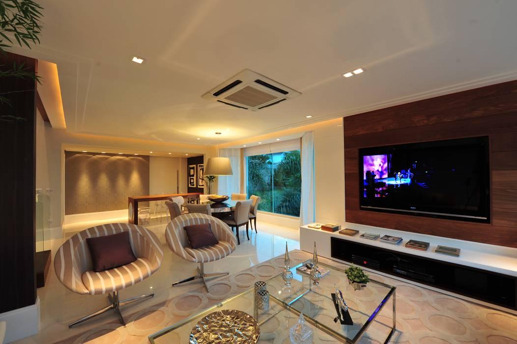 Modern living room by ANNA MAYA ARQUITETURA E ARTE Modern Ceramic