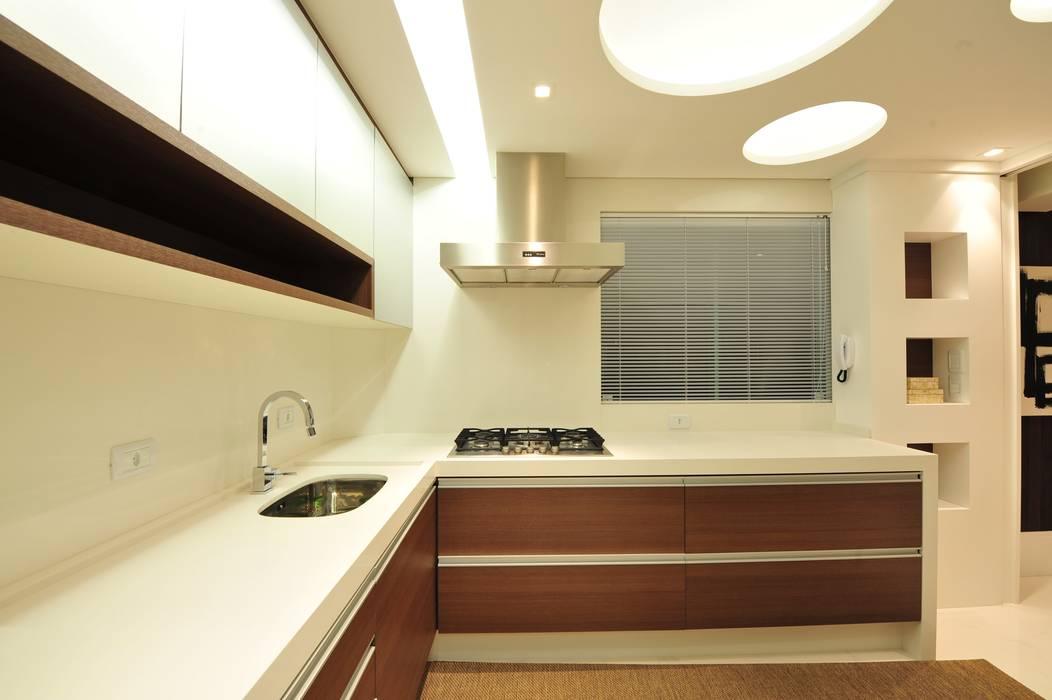 ANNA MAYA ARQUITETURA E ARTE Modern kitchen MDF White