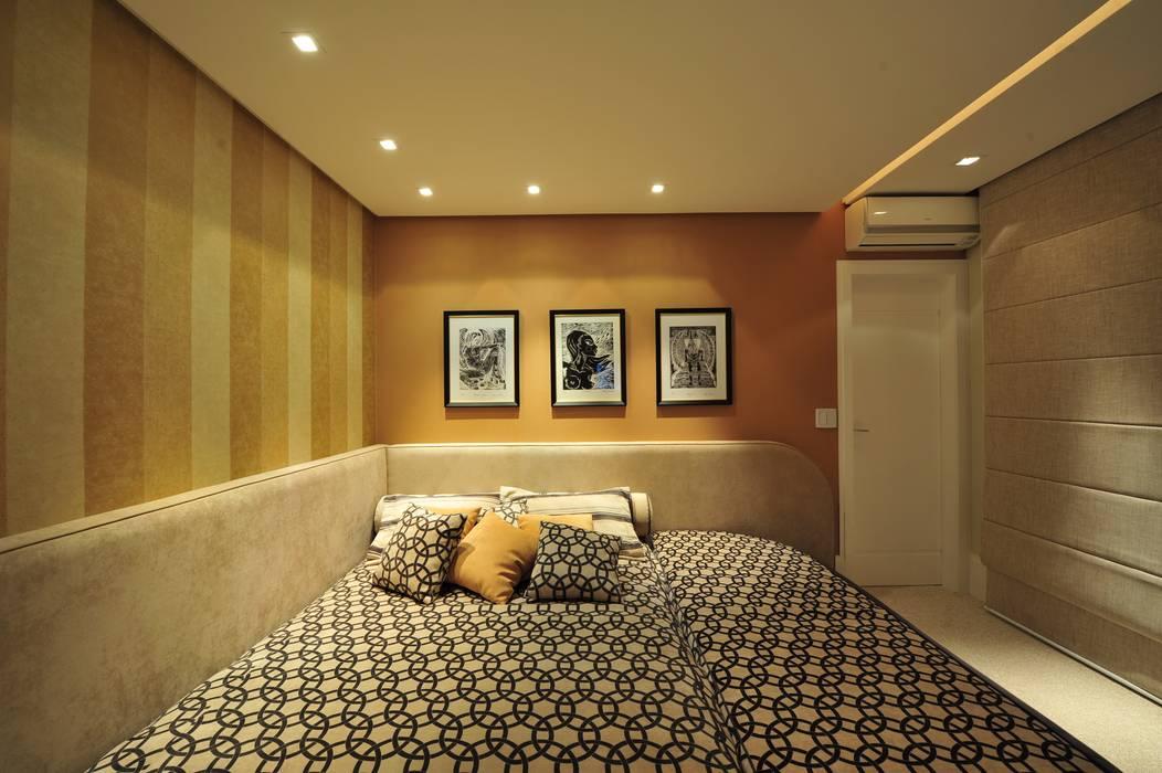 Modern style bedroom by ANNA MAYA ARQUITETURA E ARTE Modern Textile Amber/Gold