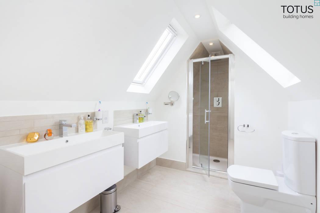 Loft Conversion, Sheen SW14 Baños de estilo moderno de TOTUS Moderno