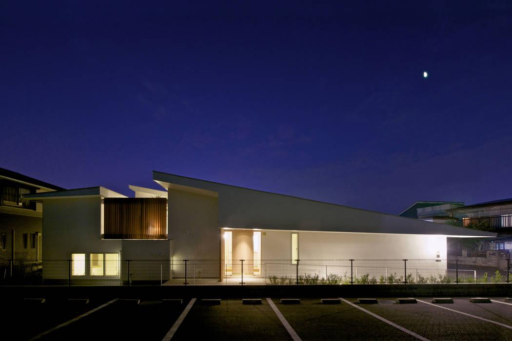 Balcones y terrazas de estilo  de Mimasis Design/ミメイシス デザイン,