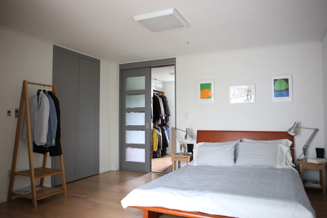 안방 : The livingfactory의  침실,