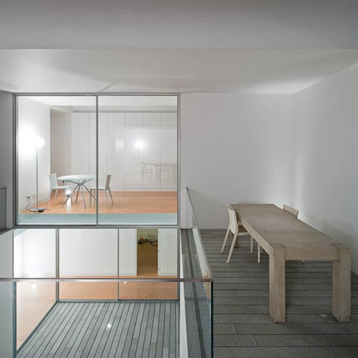 Casa em Leiria com o Arq. Manuel Aires Mateus:   por A Linha da Vizinha,