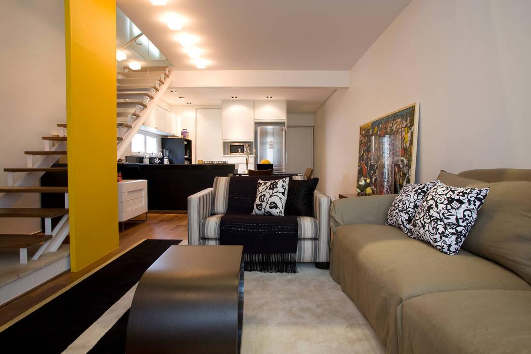 Loft no bairro Jardim Paulista Salas de estar modernas por EVELIN SAYAR ARQUITETURA E INTERIORES Moderno