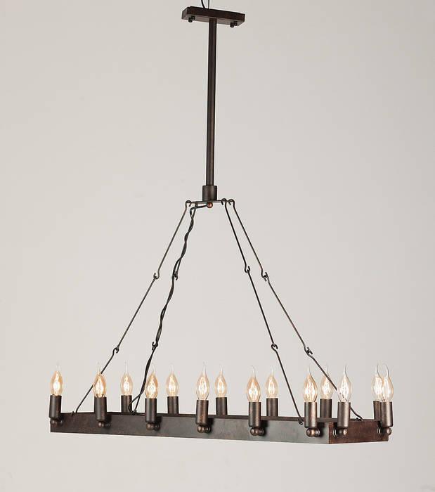 CROWN NO. 2 – METALOWA LAMPA WISZĄCA: styl , w kategorii Salon zaprojektowany przez Altavola Design Sp. z o.o.