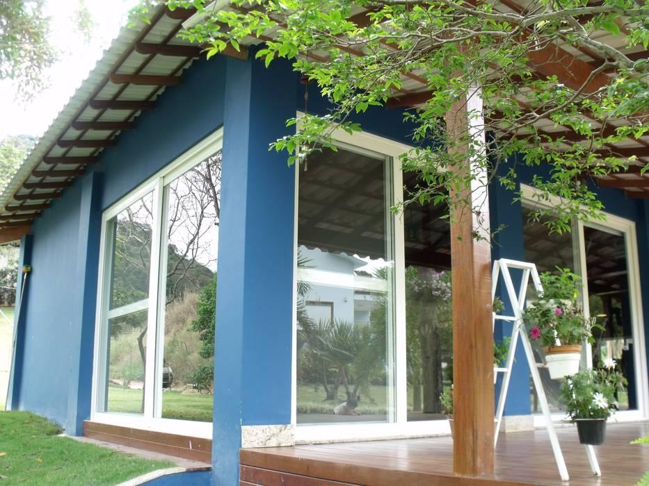 Rustic style houses by Cristiane Locatelli Arquitetos & Associados Rustic