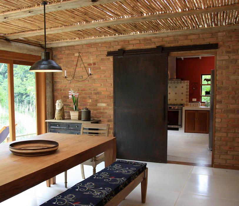 Dining room by FLAVIO BERREDO ARQUITETURA E CONSTRUÇÃO, Colonial