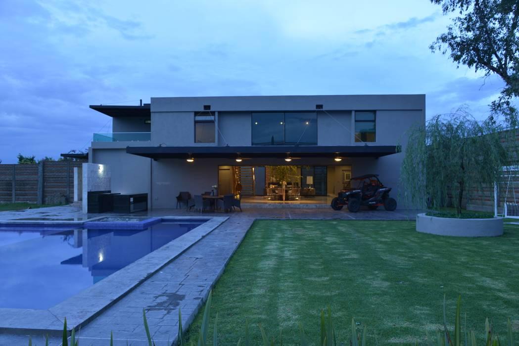Casa Palenque Con Contenedores S.A. de C.V. Casas minimalistas Hierro/Acero Gris