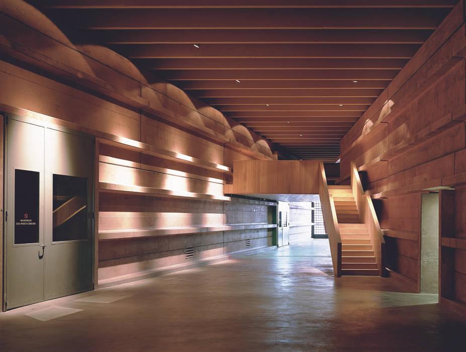 Campo Viejo Winery—Juan Alcorta Winery. The gallery. 미니멀리스트 복도, 현관 & 계단 by Ignacio Quemada Arquitectos 미니멀