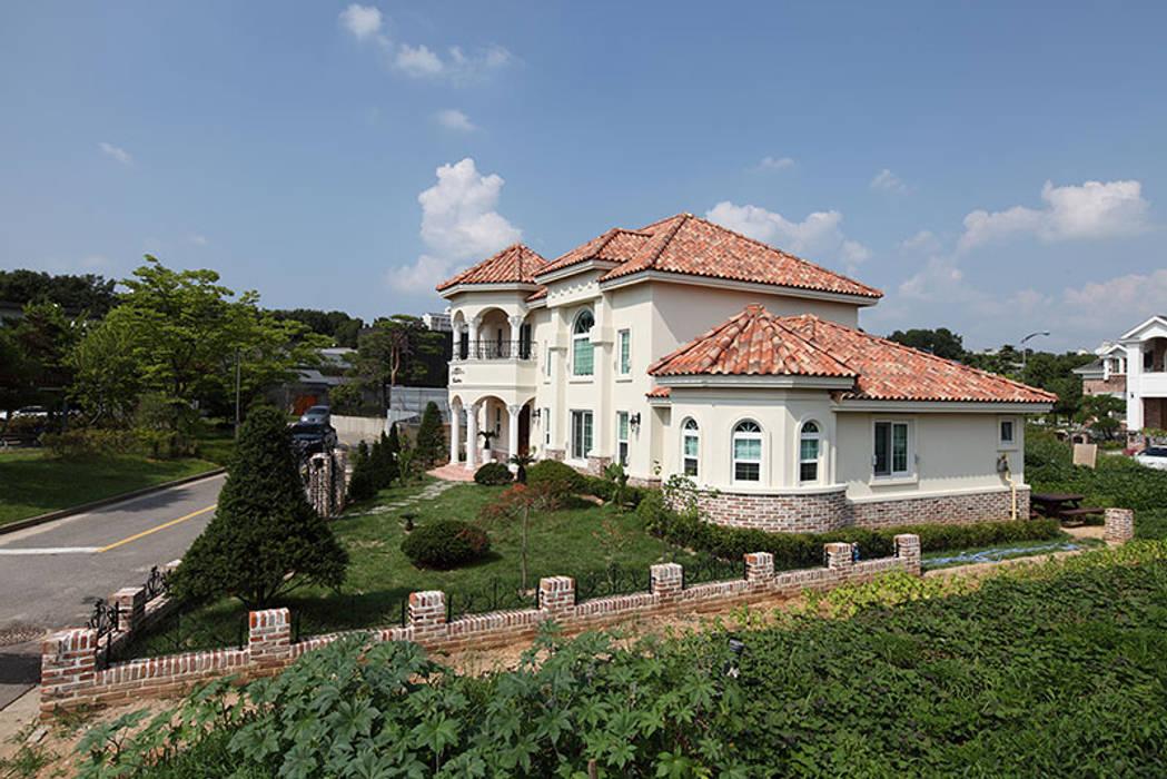 Casas de estilo asiático de CS Coelho da Silva SA Asiático