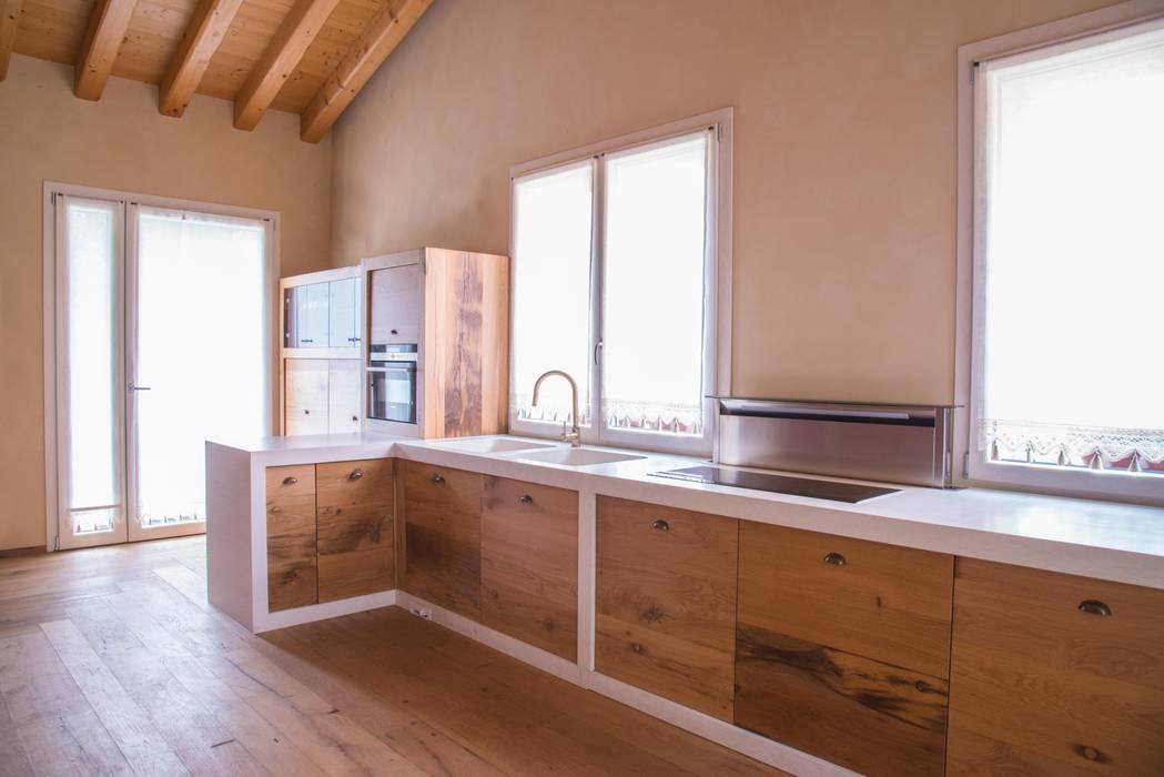ラスティックデザインの キッチン の RI-NOVO ラスティック 石