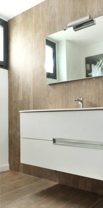 Guest-toilet acertus Baños de estilo moderno Multicolor