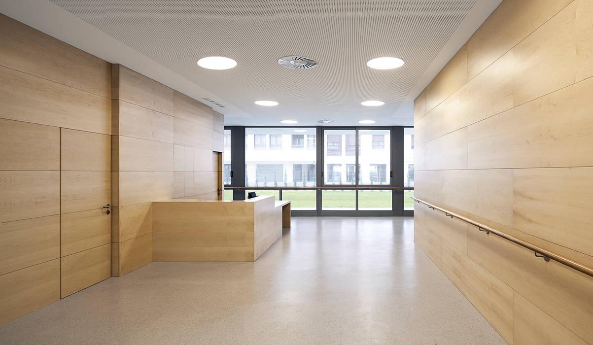 Couloir et hall d'entrée de style  par Ignacio Quemada Arquitectos