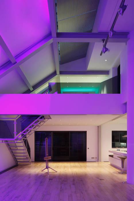Kensington luxury modern warehouse Quirke McNamara 客廳 White
