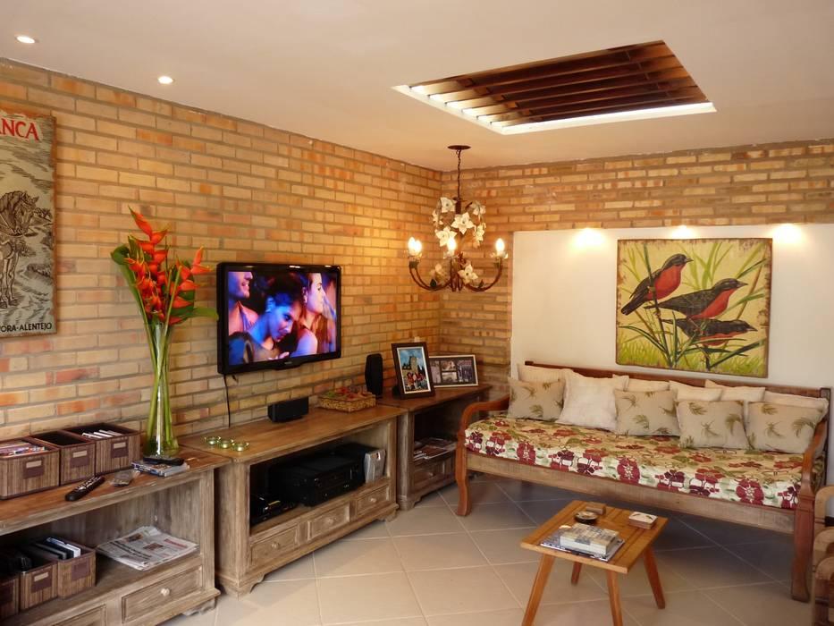 Salas / recibidores de estilo  por Eveline Sampaio Arquiteta e Designer de Interiores,