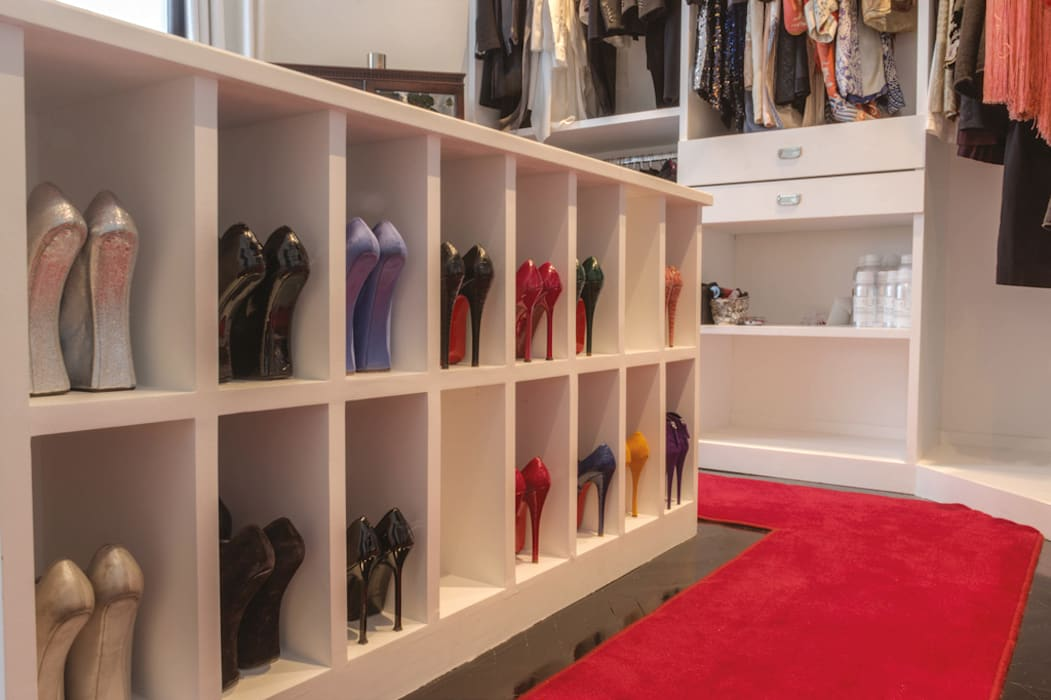 Closets de estilo  por homify,