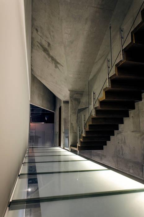Casa Xafix / Arkylab homify Pasillos, vestíbulos y escaleras modernos
