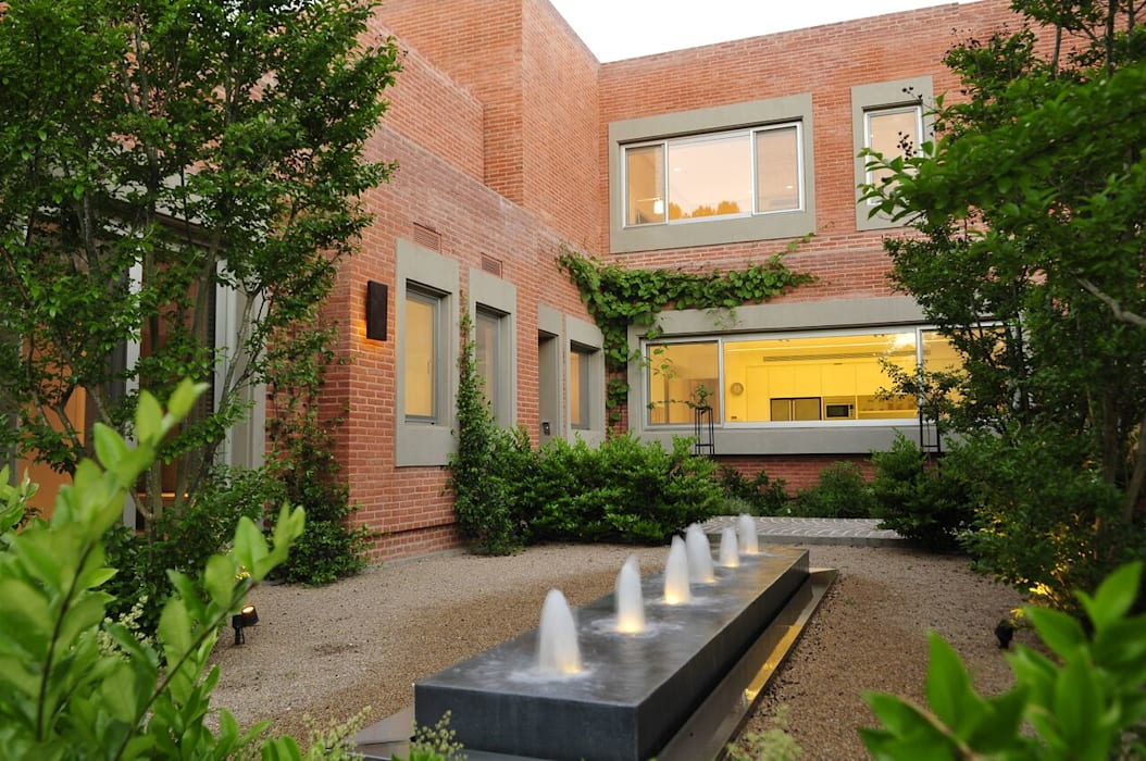 Modern garden by JUNOR ARQUITECTOS Modern