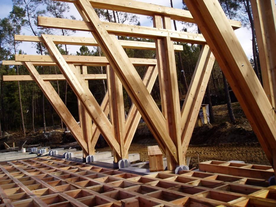 Construção do salão de eventos Locais de eventos escandinavos por NORMA   Nova Arquitectura em Madeira (New Architecture in Wood) Escandinavo Madeira maciça Multicolor