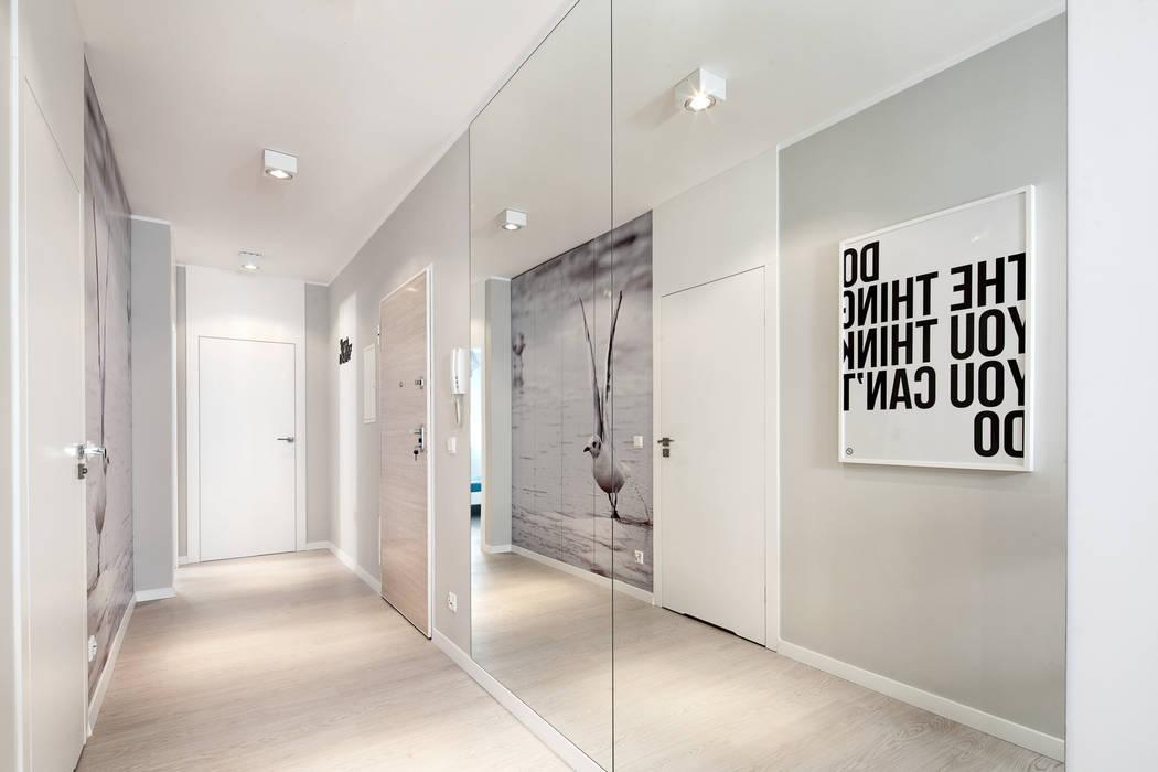 Pasillos, vestíbulos y escaleras de estilo minimalista de Anna Maria Sokołowska Architektura Wnętrz Minimalista