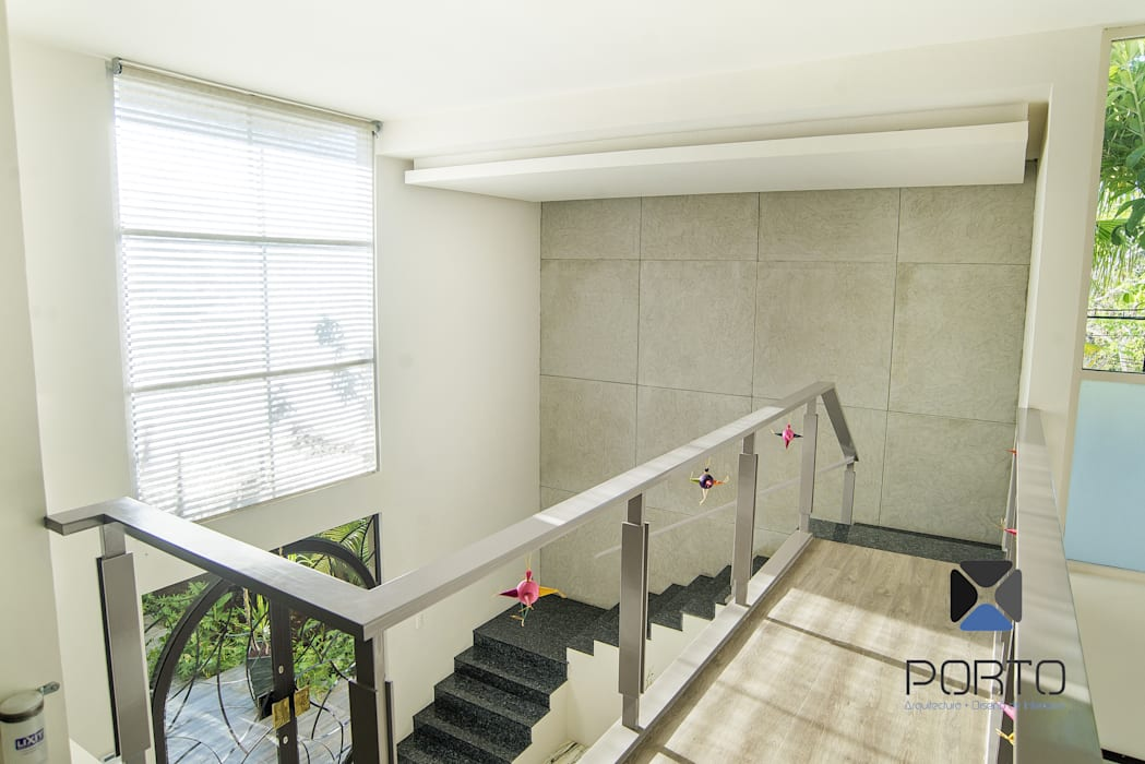 Corridor, hallway by PORTO Arquitectura + Diseño de Interiores, Eclectic
