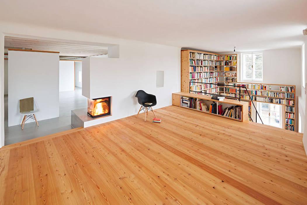 Fam. Pammer | Bücherregal Moderne Wohnzimmer von Pühringer GmbH Co KG, Möbellinie Modern Holz Holznachbildung