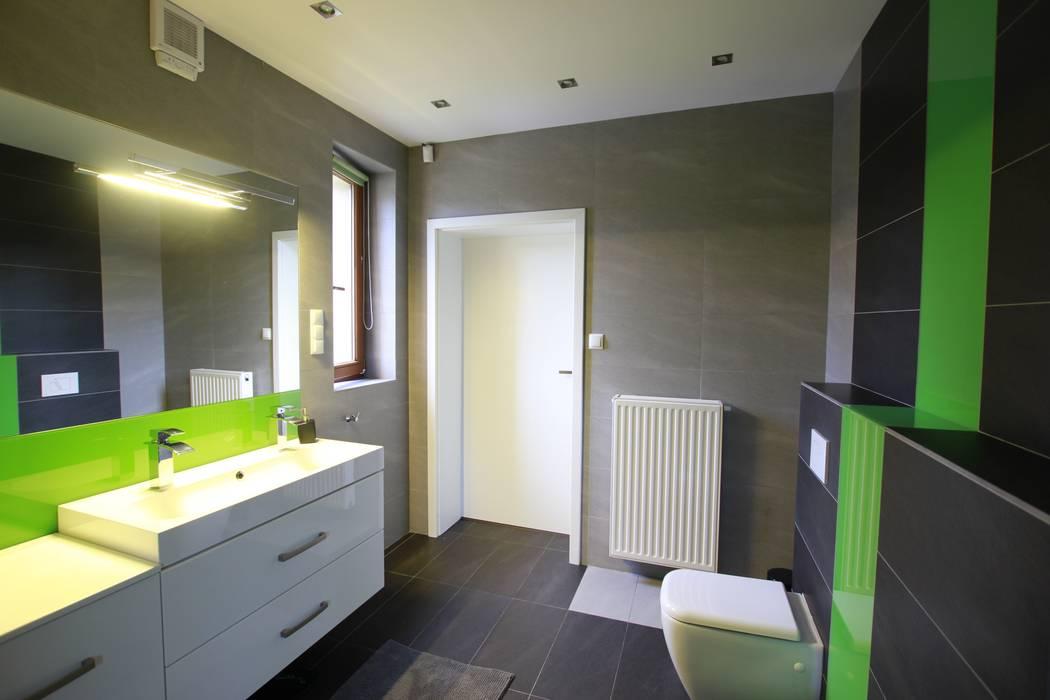 FAJNY PROJEKT Modern bathroom Glass Green