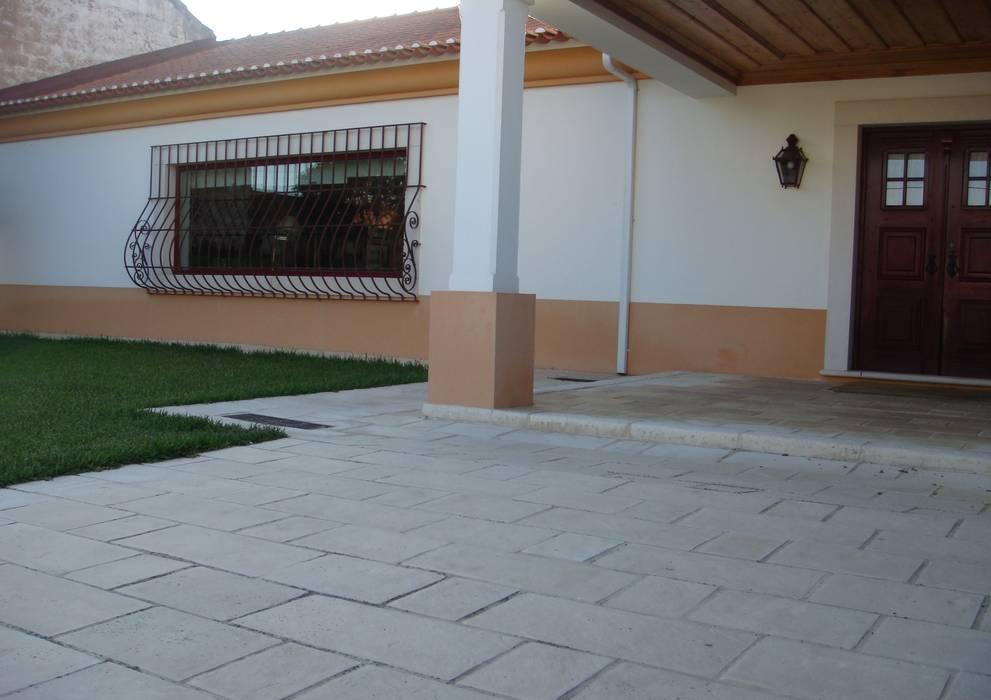 Habitação Unifamiliar: Casas  por Gabiurbe, Imobiliária e Arquitetura, Lda
