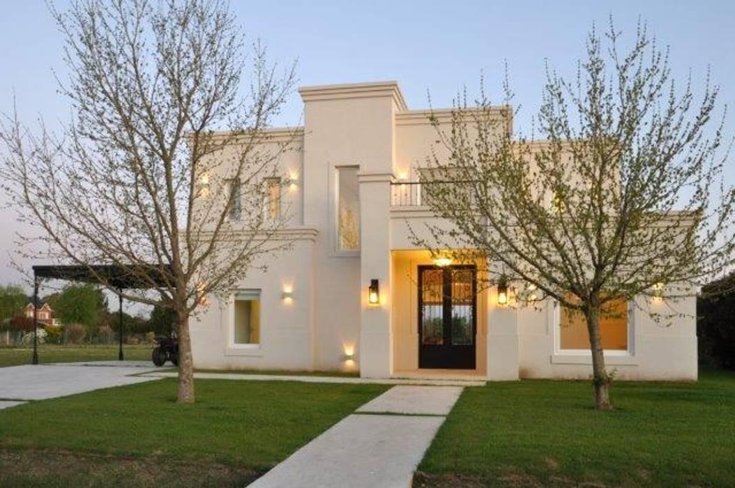 frente: Casas de estilo  por Parrado Arquitectura,