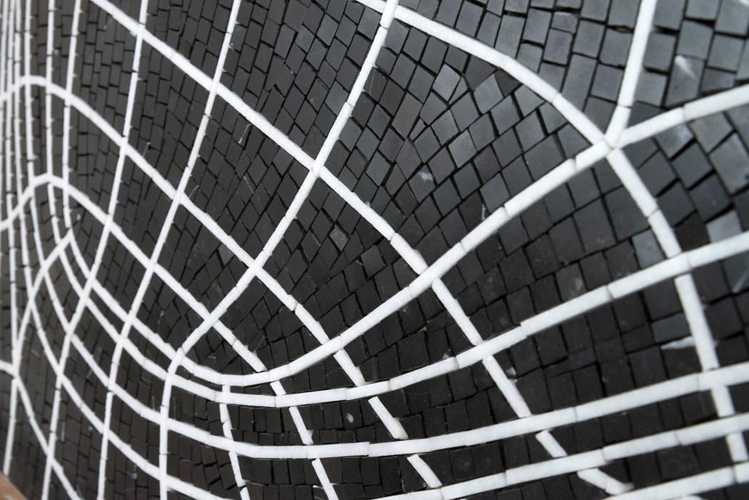 Wires: Pareti in stile  di FRIUL MOSAIC