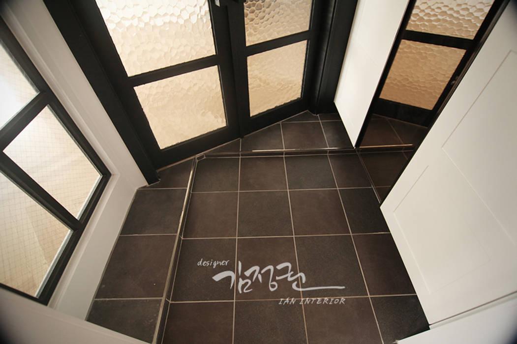 Koridor & Tangga Modern Oleh 김정권디자이너 Modern Marmer