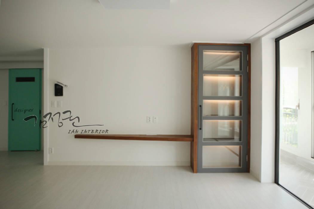 Moderne Wohnzimmer von 김정권디자이너 Modern MDF