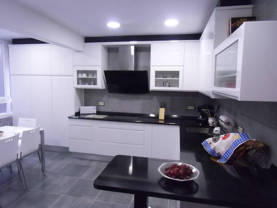 Muebles de cocina lacados con encimera de granito: cocinas ...
