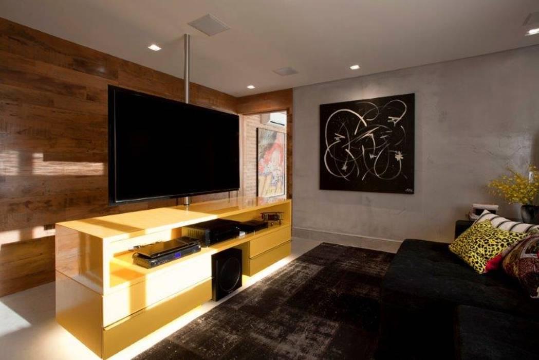 Salas de entretenimiento de estilo  por Marcelo Rosset Arquitetura