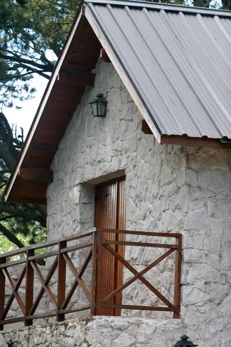 Balcón lateral: Terrazas de estilo  por Susana De Angeli