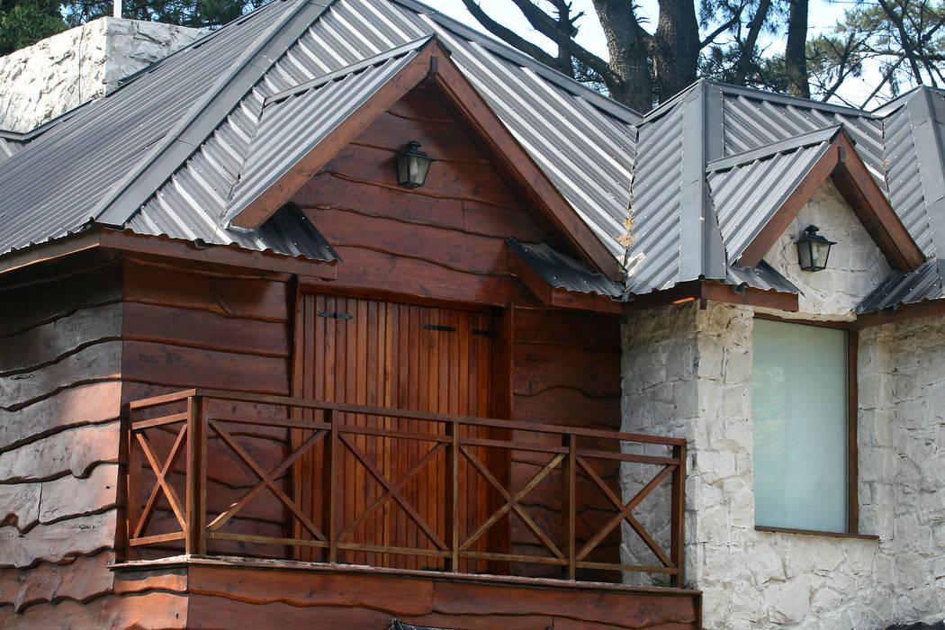 Balcone, Veranda & Terrazza in stile rustico di Susana De Angeli Rustico Legno Effetto legno