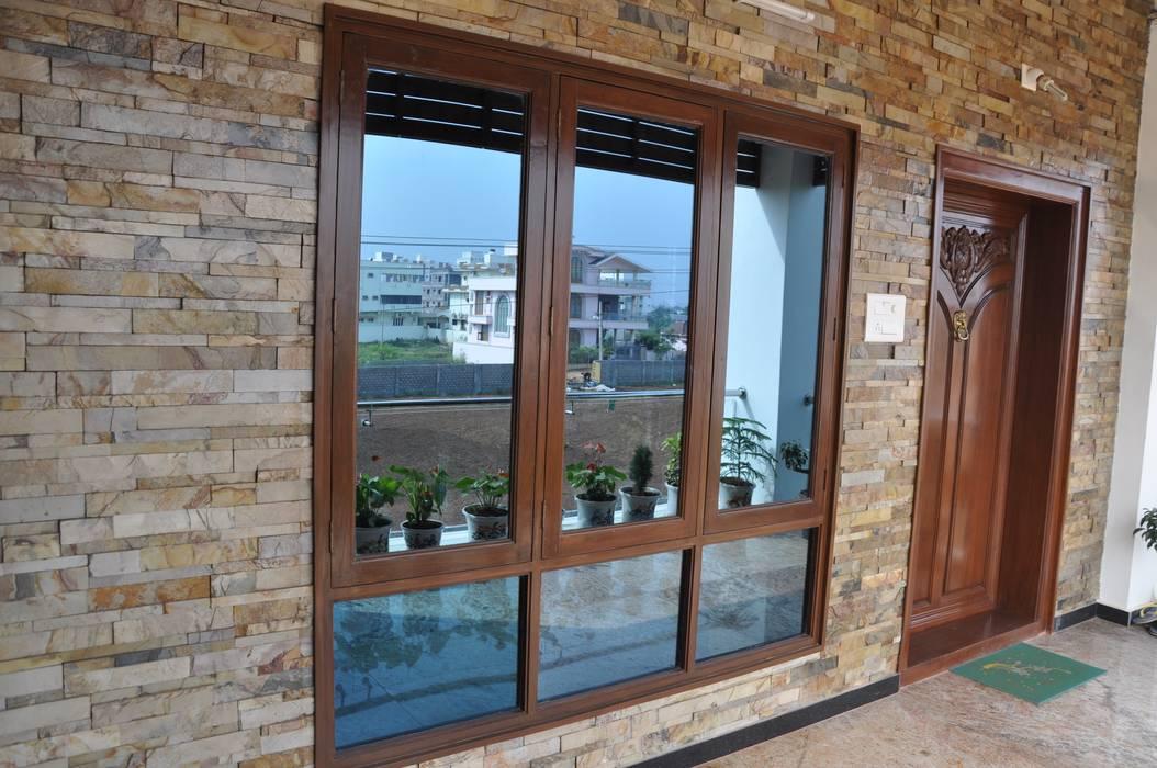 Dr.Z.S.'s Residential House DESIGNER GALAXY Modern balcony, veranda & terrace