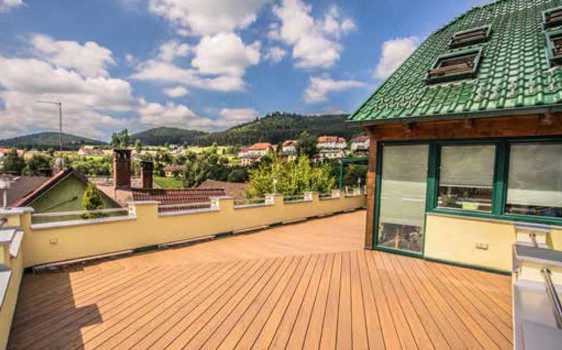 Unterweissenbach, Autriche en Legacy: Terrasse de style  par TimberTech