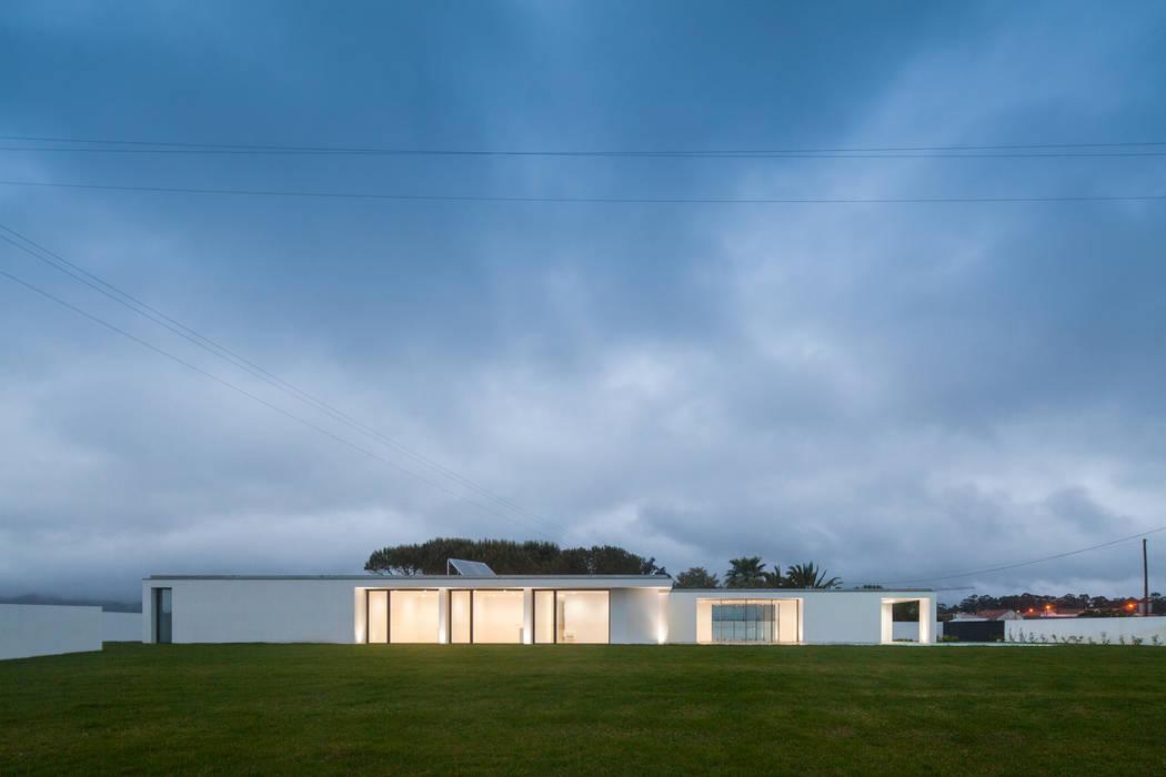 Casa em Gandra - Raulino Silva Arquitecto Casas minimalistas por homify Minimalista
