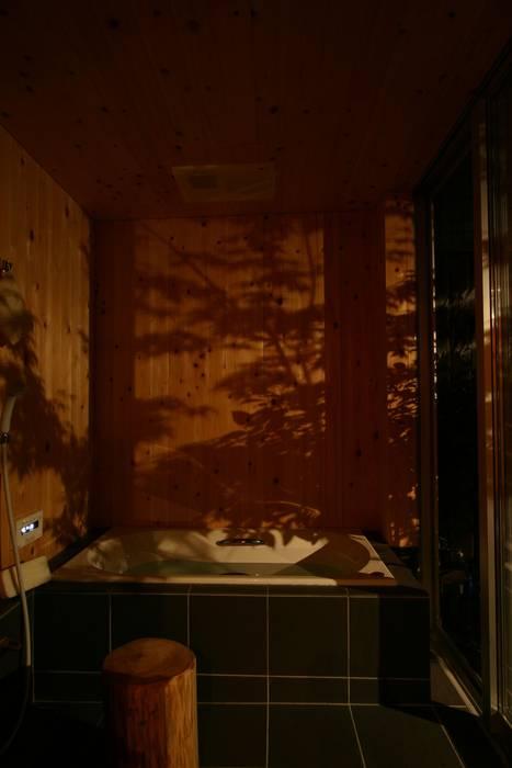 木造スケルトン+DIYでつくるこだわり空間の集合体 カントリースタイルの お風呂・バスルーム の アトリエグローカル一級建築士事務所 カントリー